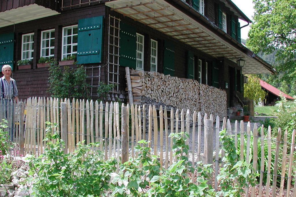 11-Staketenzaun-Bauernhaus-V210ori.JPG
